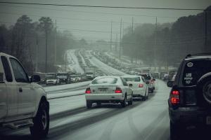 A traffic jam in snowy Woodstock, GA (Photo by William Brawley).